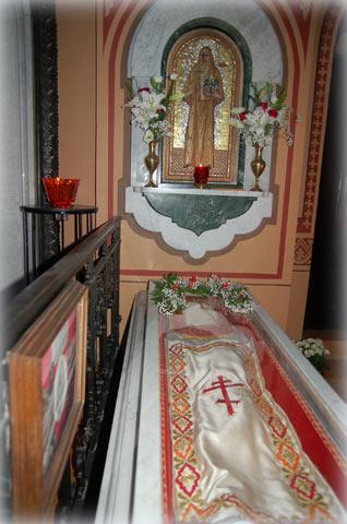 Рака с мощацми преподобномученицы великой княгини Елисаветы Федоровны