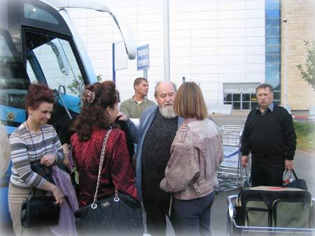 Духовная беседа в ожидании отправления на паломнический маршрут