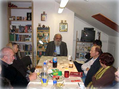 Сергей Алексеевич Беляев читает лекцию в офисе Иерусалимского отделения ИППО
