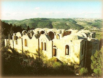 Недостроенный собор на вершине склона