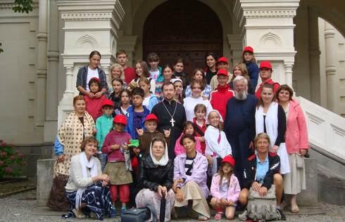 После посещения церкви мы гуляли по знаменитым местам Веве, и экскурсовод рассказала историю появления многих статуй...