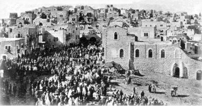 Караван русских православных паломников вступает в Вифлеем