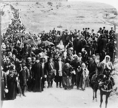 Караван русских паломников идет на реку Иордан