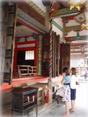 В буддийском храме Киёмидзу-дэра в Киото