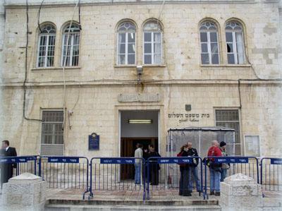 Здание Русской Духовной Миссии, большая часть которого занято израильским мировым судом.