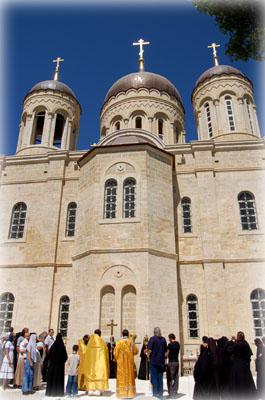 Чтение Святого Евангелия у собора во имя Всех святых, в земле Российской просиявших в Горненском монастыре в Иерусалиме