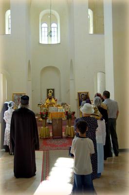 Начальник Русской Духовной Миссии в Иерусалиме архимандрит Елисей произносит проповедь