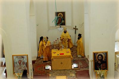 В алтаре обновленного храма